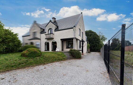 Buitengewoon huis te koop in Zele